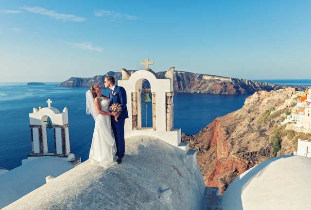 Wedding couple in Santorini